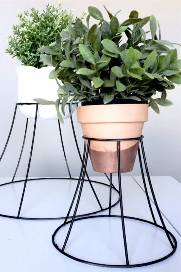 METAL LAMPSHADE PLANT STAND