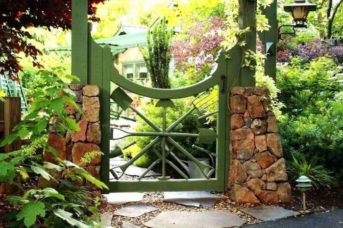 small gate garden design